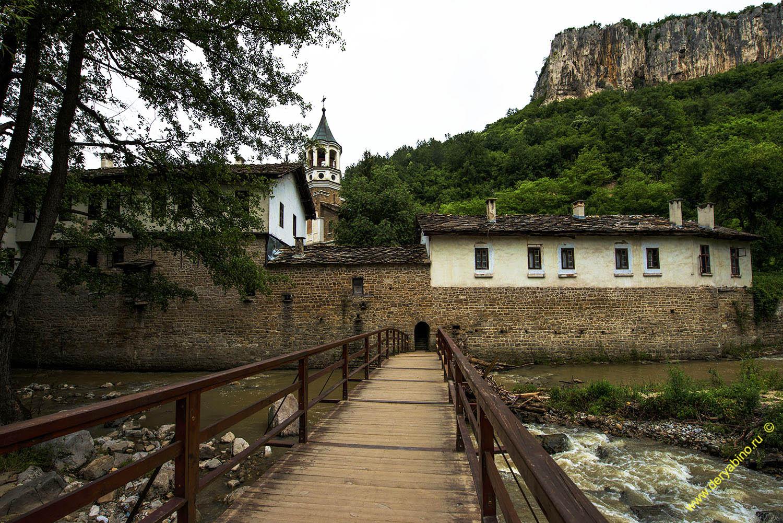 Мостик через речку Дряновска, ведущий к Дряновскому монастырю