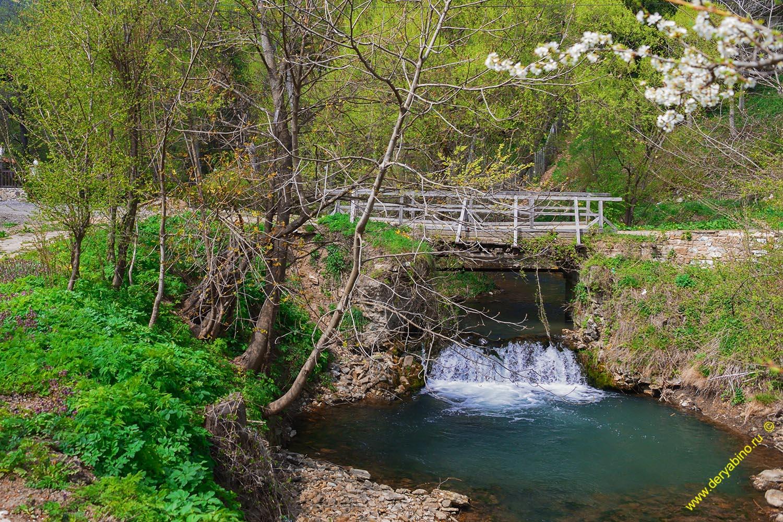 Мостик через приток реки Котленска в г.Котел