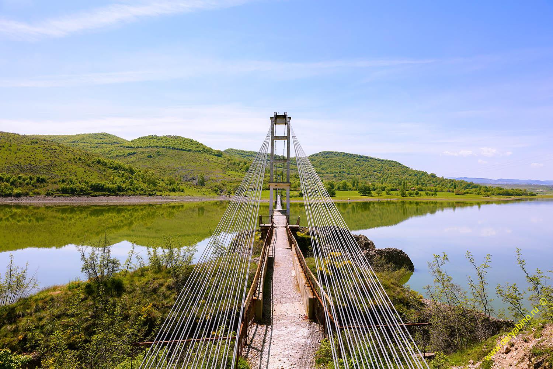 Пешеходный мост у села Лиситсити