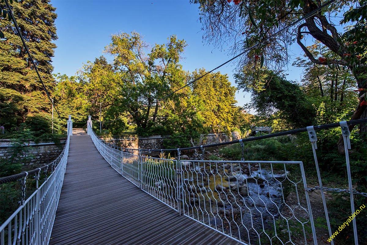 Висячий мостик в городском парке г.Сандански