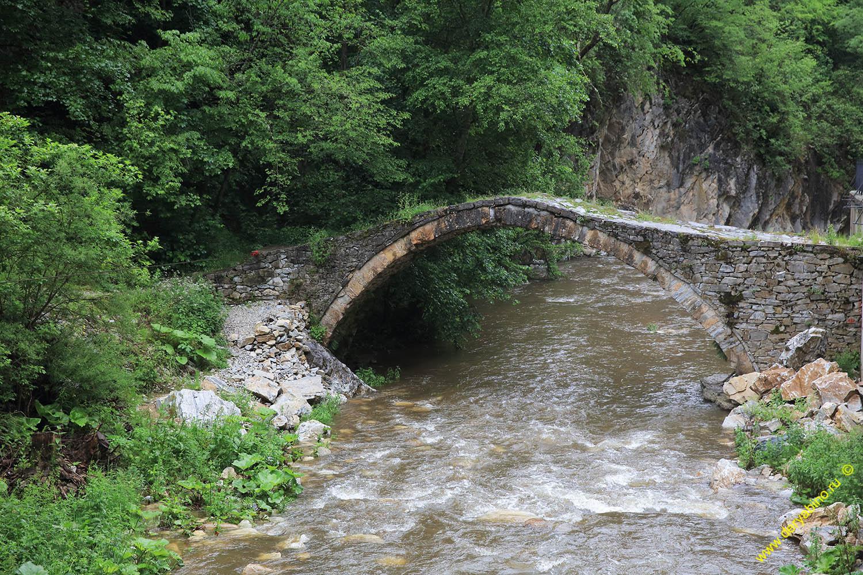 Римский мост у Ягодинский пещеры