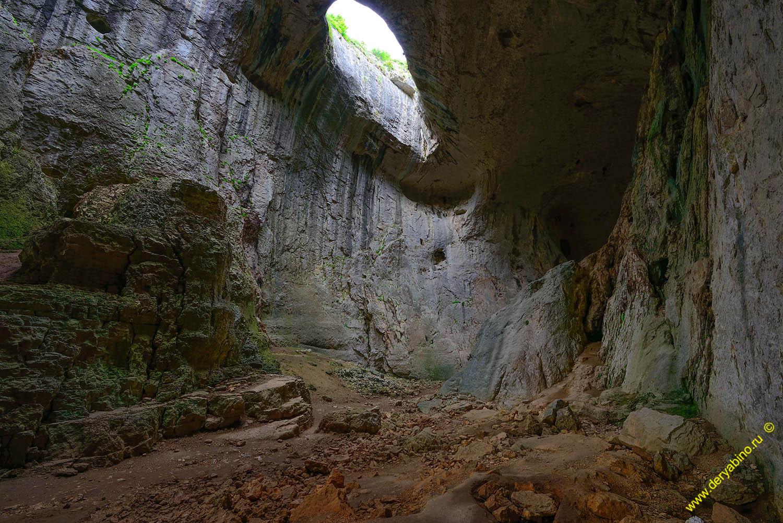 Проходная пещера у села Карлуково