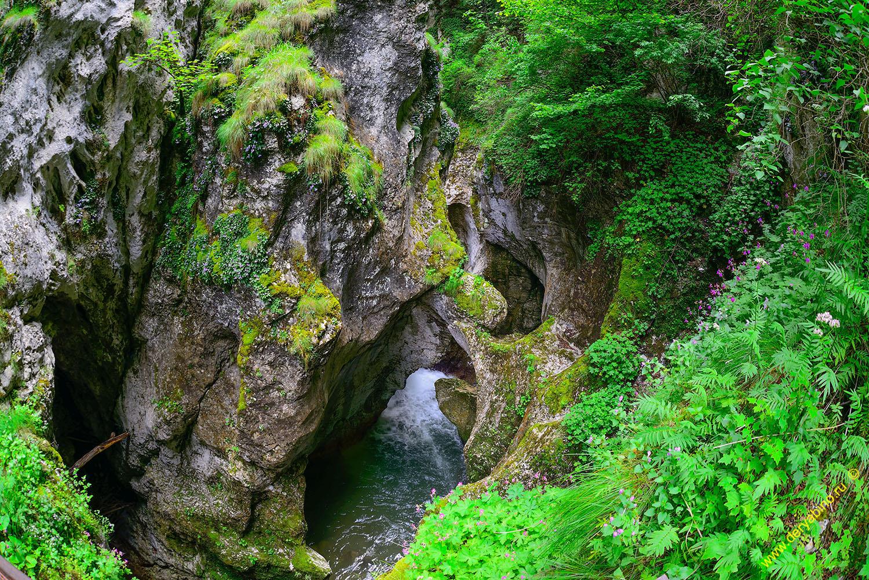 Дьявольское Горло Болгария The Devil's Throat Cave Bulgaria