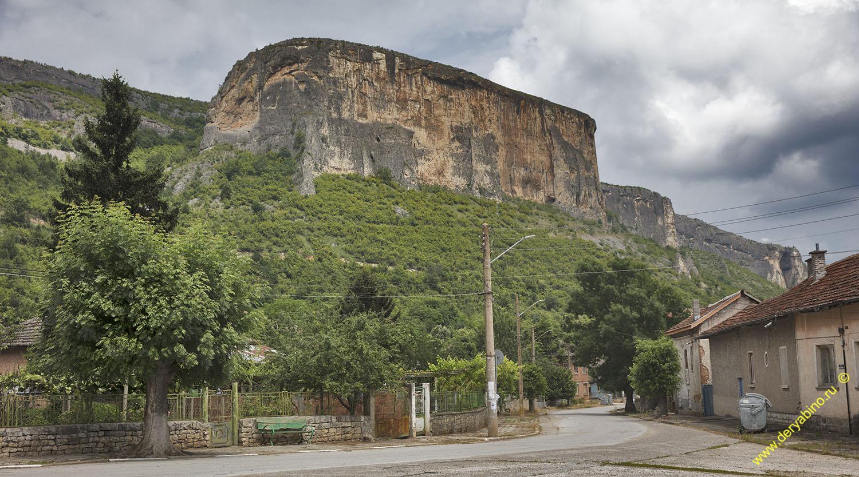 Скала Червеница у села Кунино