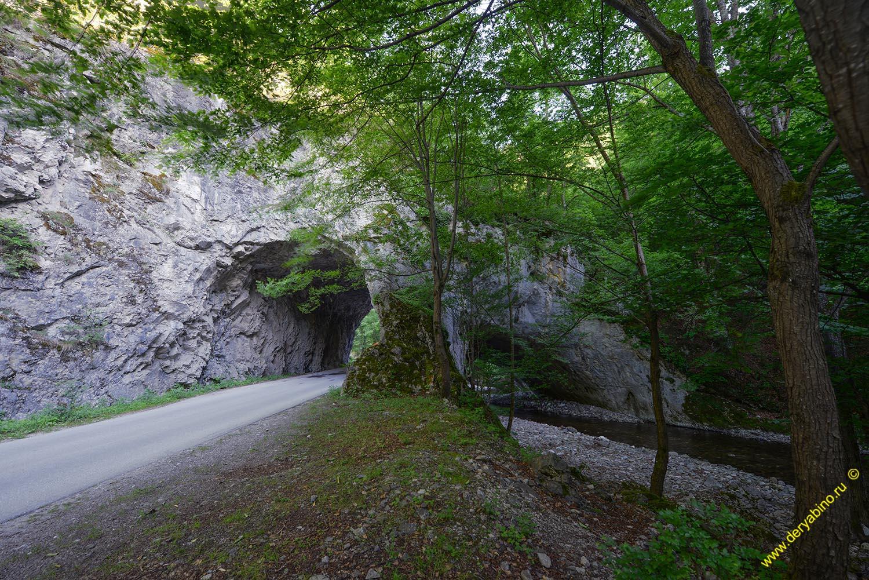 Скальный мост у села Белица