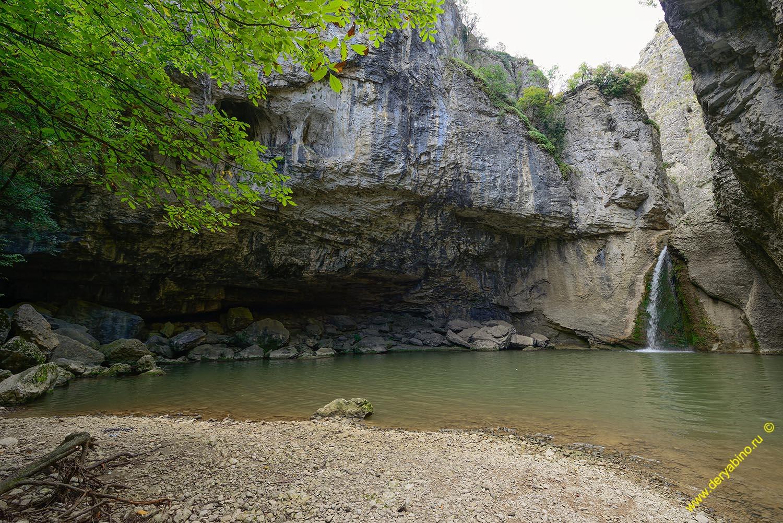 Водопад Момин скок в Еменском каньоне