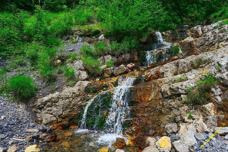 Водопад в местности Шахта Мир