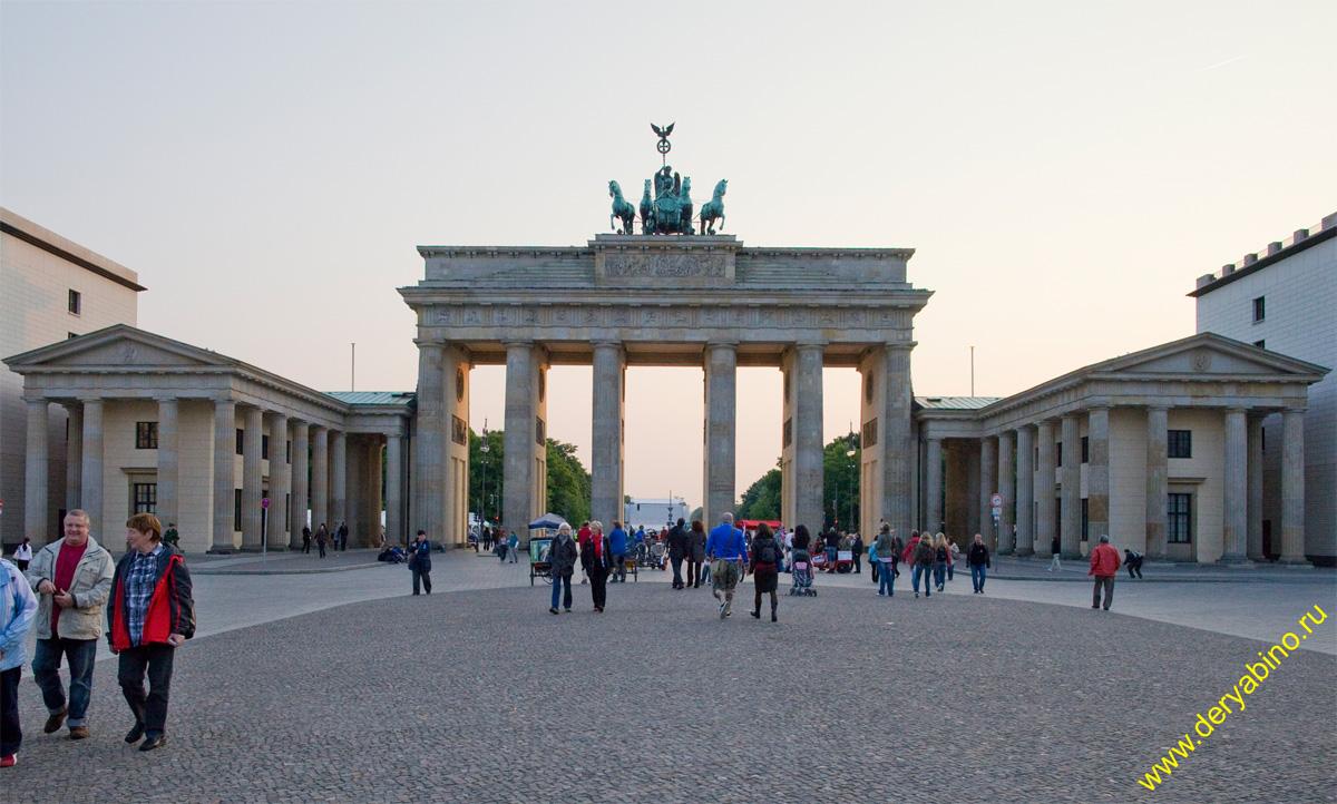 Берлин Berlin Бранденбургские ворота Branderbunger Tor