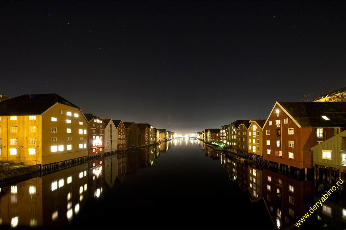 Тронхейм Норвегия Trondheim Norway Old warehouses along Nidelven river