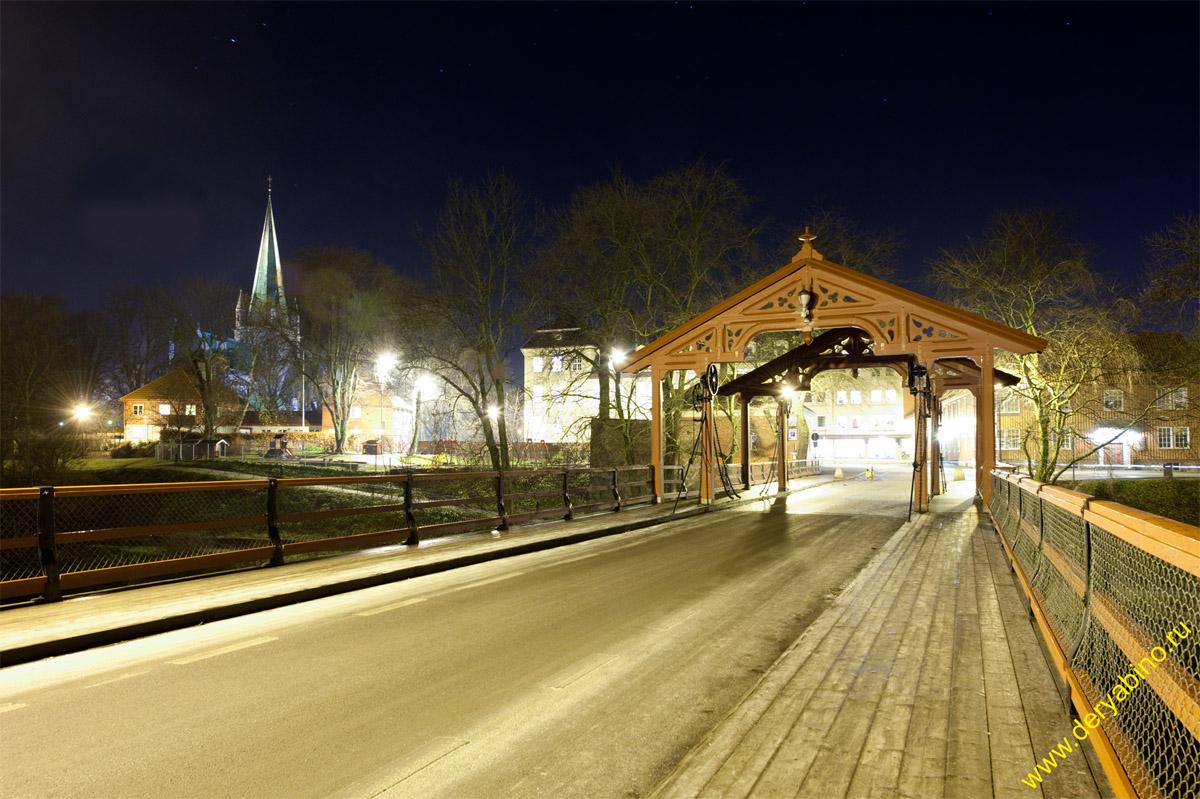 Тронхейм Норвегия Trondheim Norway Старый мост через р.Нидэльва и Ворота удачи