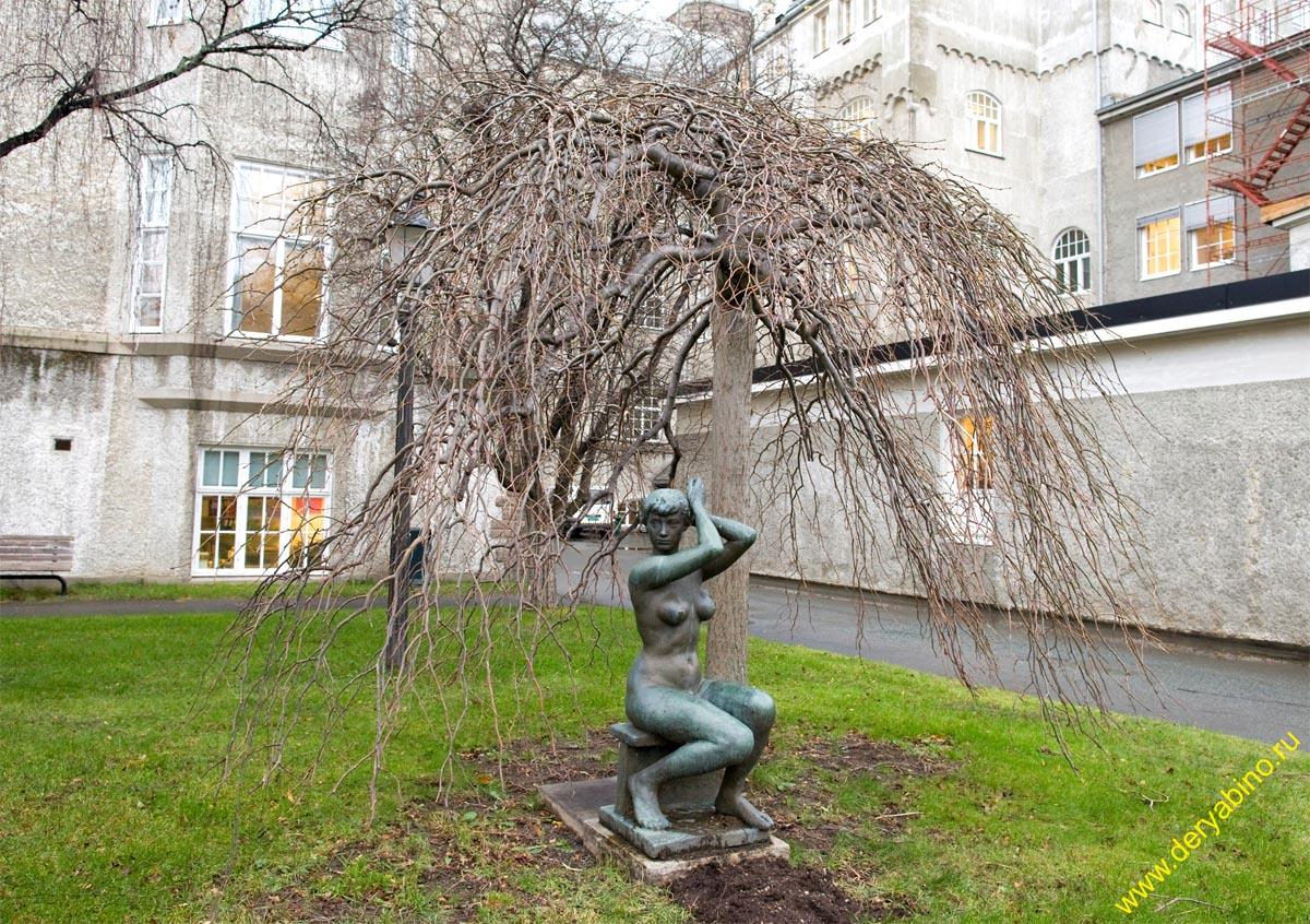 Тронхейм Норвегия Trondheim Norway Statue at NTNU Gloeshaugen
